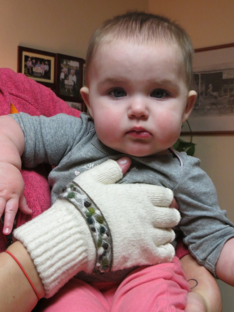 baby dots wool mittens