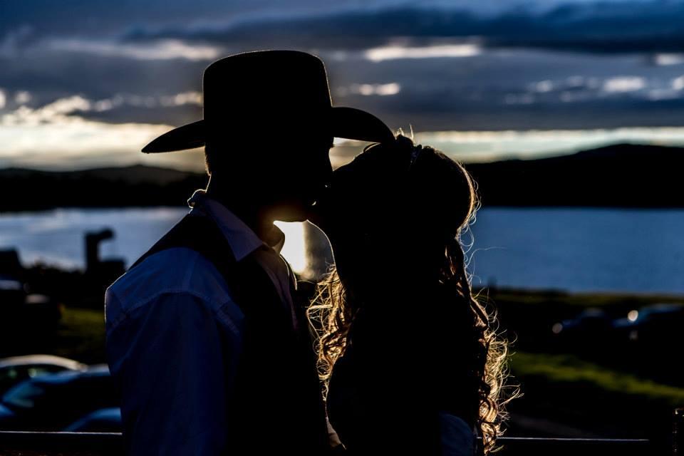 silhouette kiss