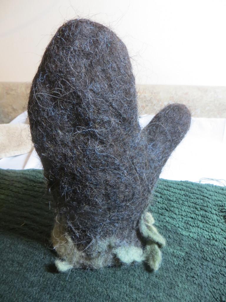 felted mitten 8